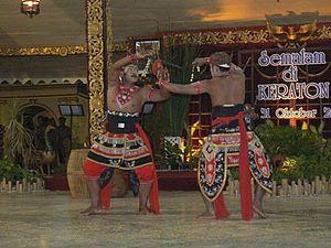 Melacak jejak Tari Silat Sudukan Dhuwung, seni perang kuno Madura