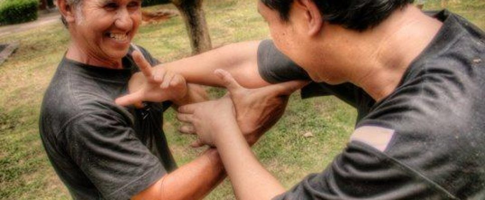Maenpo Cikalong Abah Azis Asy'arie