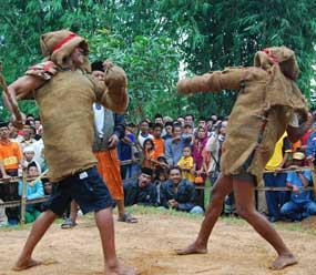 Tradisi Ojung, Seni pertarungan tongkat khas Madura